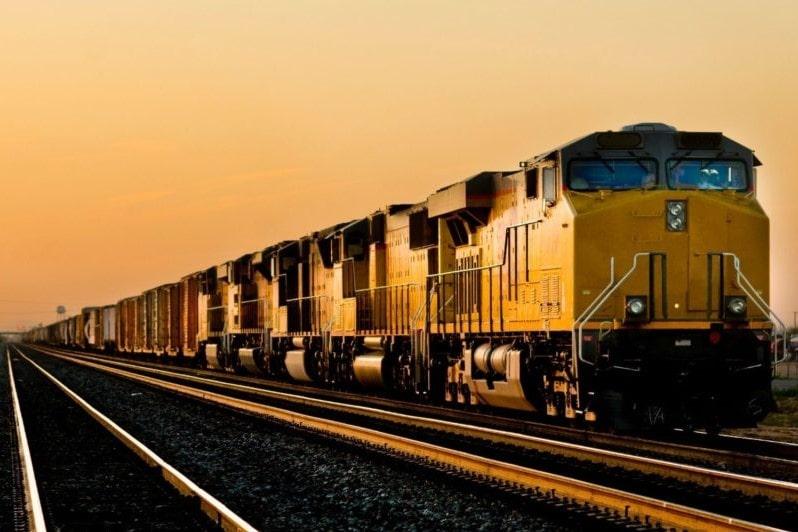 Какие грузоперевозки лучше: автомобильные или железнодорожные?